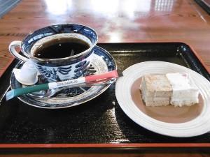 コーヒーとケーキのセット(500円)